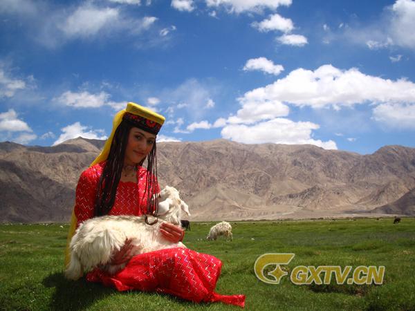 新疆塔什库尔干塔吉克族金花赛热古丽