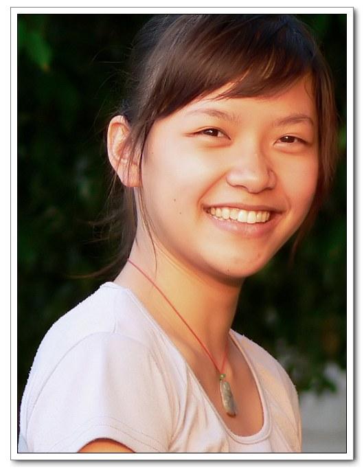 (2007-03-13 10:37:09) 阳光下的女孩,自然,健康,活力写在脸上.
