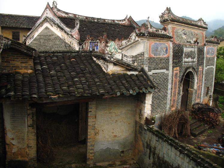 2007年4月4日,清明节前到梧州市岑溪归义镇谢村拍摄的一组照片.
