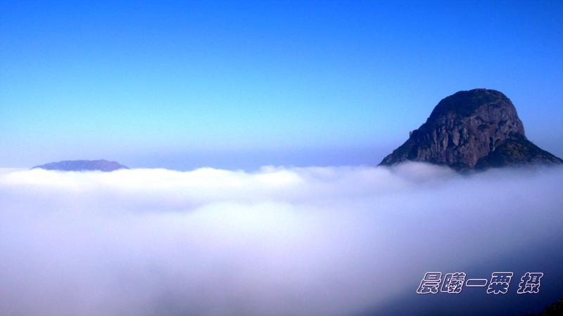 晨曦我站在高山眺望风景图片