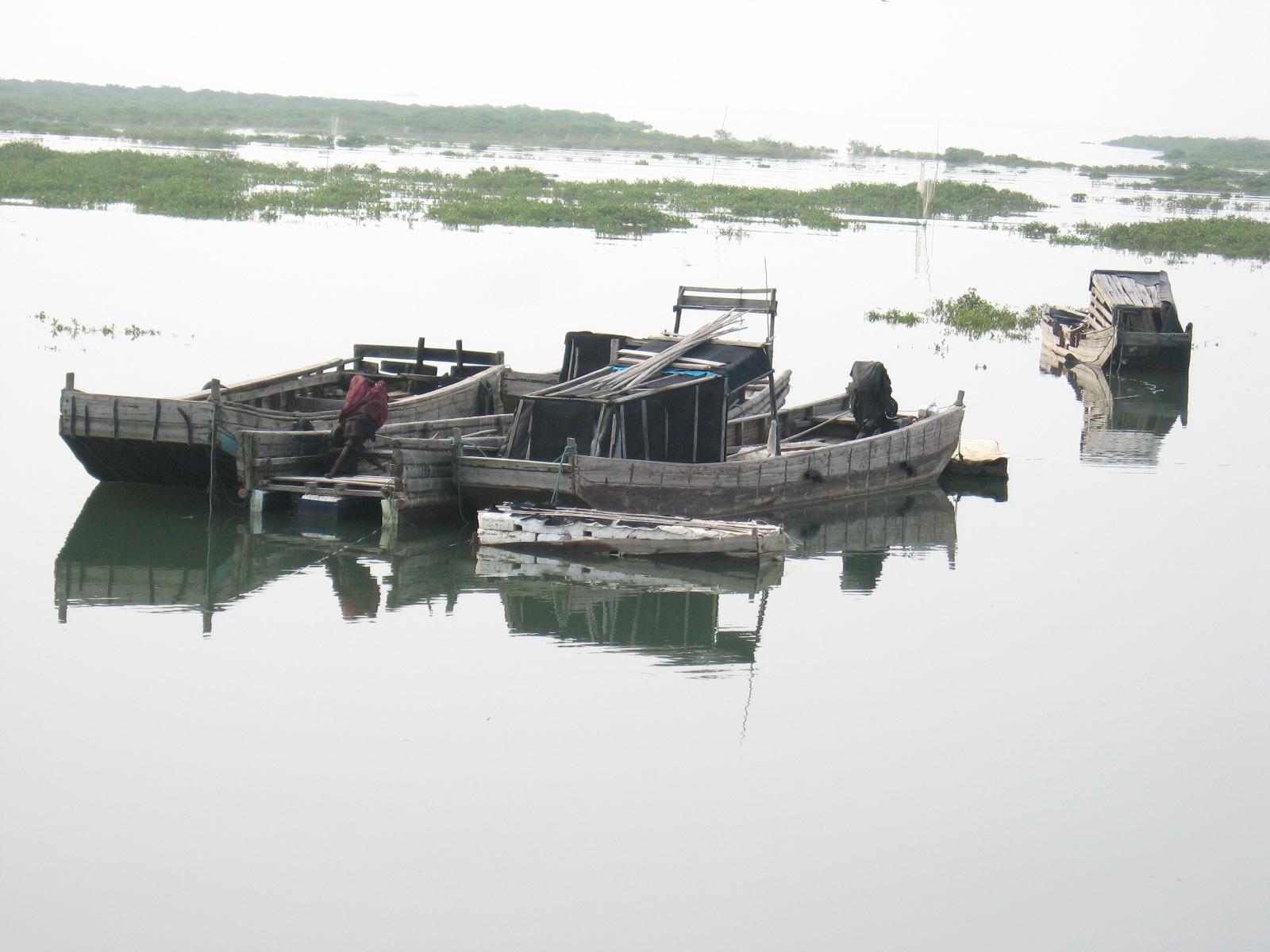 1978年初春,在紧邻广西著名的京族三岛风景旅游区的弯月形海