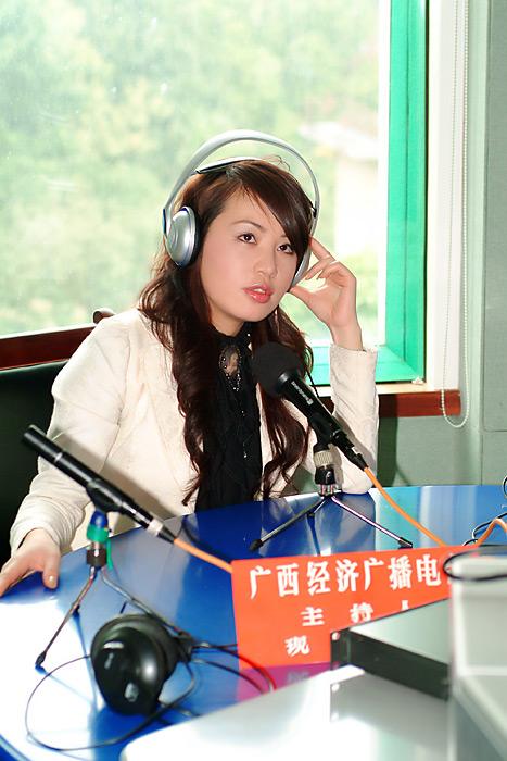 娇小美女歌手大能量 网络作家刘国雄