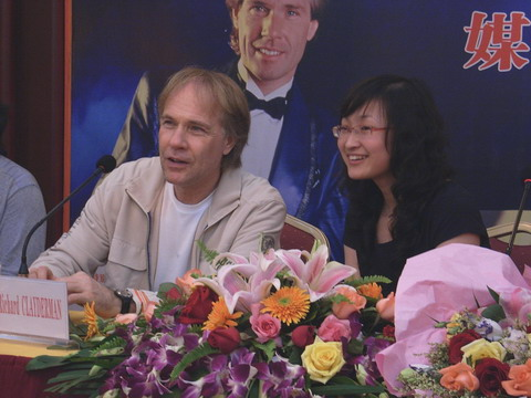 钢琴王子忘不了南宁女粉丝的热情(组图) - 林德荣广西图片