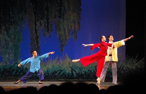 大棚脱依歌舞团表演 大棚歌舞团惊艳表演 大棚歌舞团低俗表演 大棚脱
