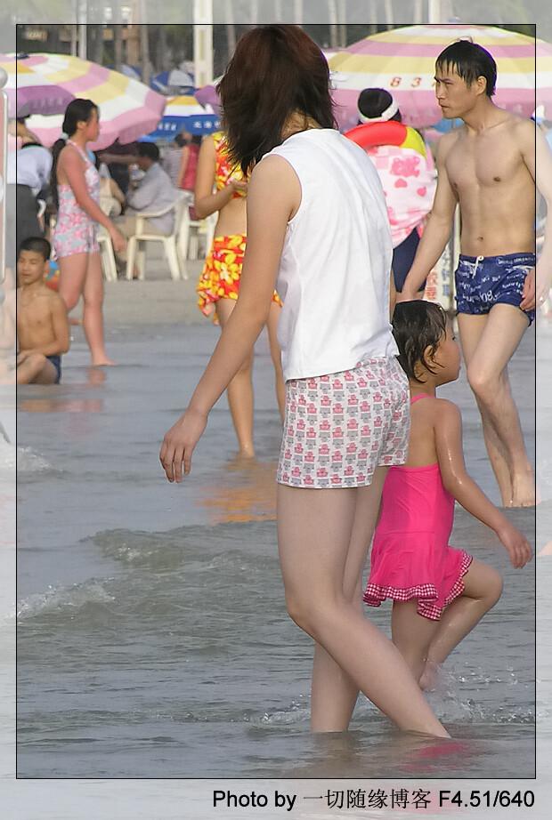 美丽银滩+美女+裸泳男【图片】