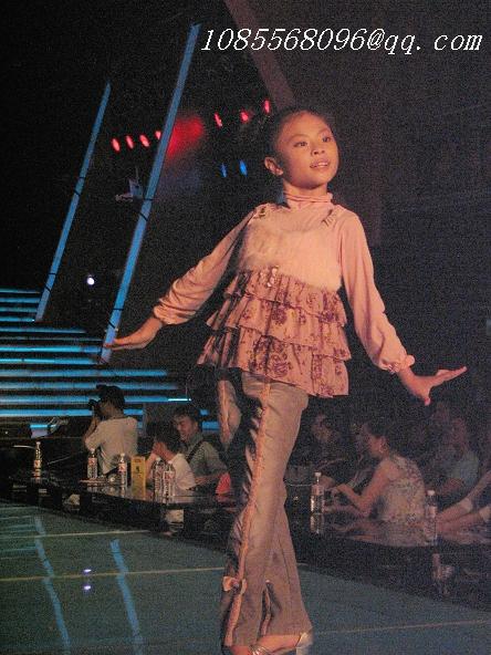 国际少儿模特大赛启动 可爱走秀少儿引发众人追星