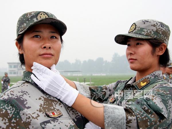 中国女兵-阅兵场上一道亮丽的风景线