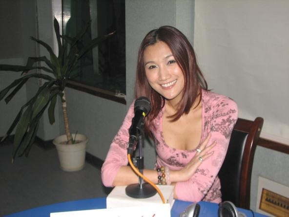 歌手苏素_性感混血模特歌手苏素:周星驰很帅