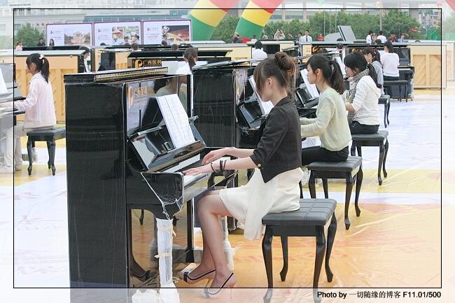 弹钢琴的女孩【组图】