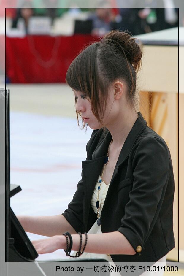 弹钢琴的女孩简笔画_小女孩简笔画