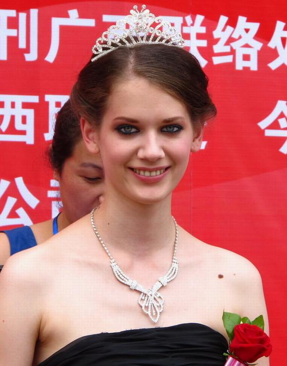 视频 助阵国际职业模特广西赛区